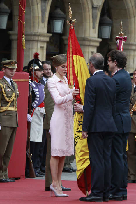 Spanish Queen Letizia during the ceremony of a new national flag to the regiment of engineers specialties in Salamanca on Monday 13, June 2016