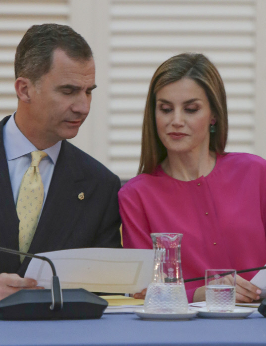 Los reyes Felipe VI y Letizia Ortiz durante una reunión con el patronato de la Fundación Princesa de Asturias en el Palacio del Pardo. 15/06/2016 Madrid