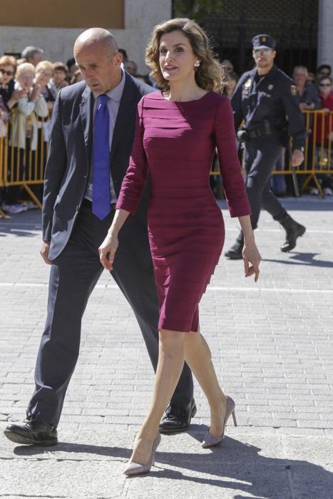 La reina con uno de sus vestidos más amortizados