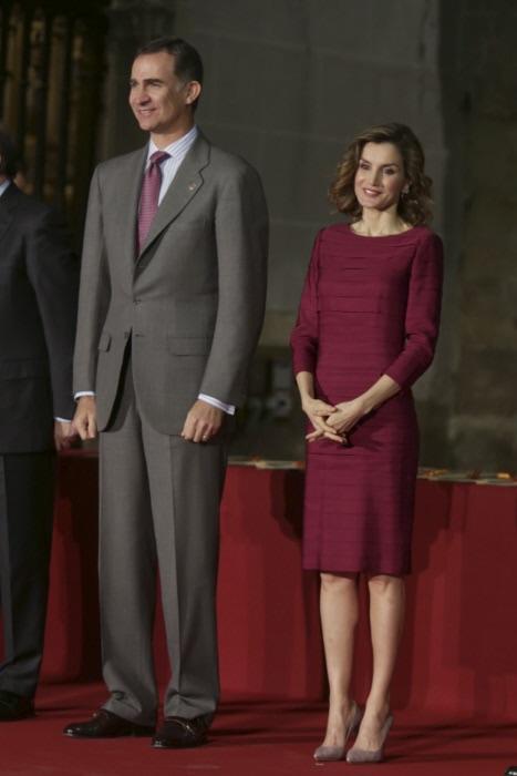 El rey ha vuelto a combinar su corbata con el outfit de la consorte