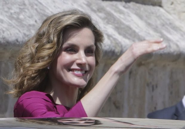 La sonrisa de la Reina a su salida de la catedral de Palencia