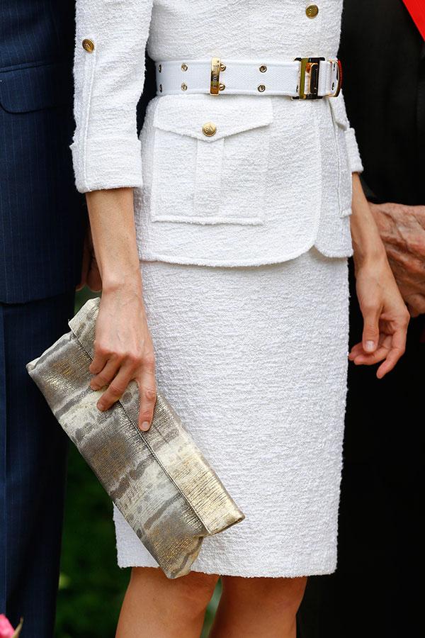 Letizia tiene varios bolsos del estilo, el de la mano