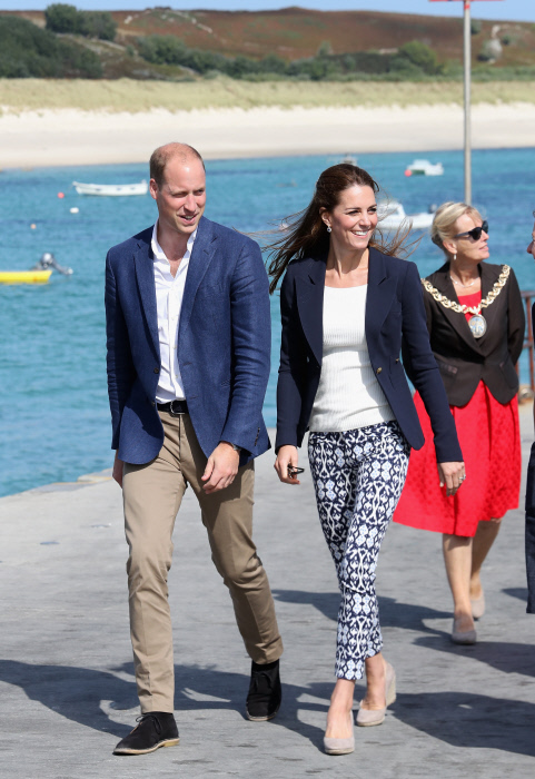 Britain's Prince William and Kate Middleton , Duchess of Cambridge   visit the Island of St Martin's in the Scilly Isles on September 2, 2016 in St Martins, England.