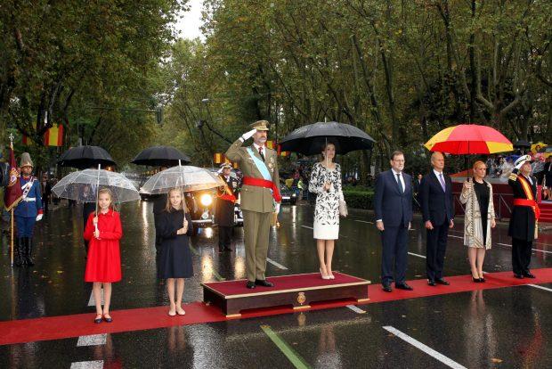 Los Reyes, la Princesa de Asturias, la Infanta Doña Sofía, el presidente del Gobierno en funciones, el ministro de Defensa en funciones, la presidenta de la Comunidad de Madrid y el jefe de Estado Mayor de la Defensa