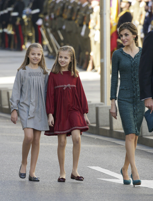 Spanish Queen Letizia with daughters Infants Leonor and Sofia de Borbon during the opening ceremony of the XII Legislature in the Congress of Deputies in Madrid, Spain, Thursday, Nov. 17, 2016.