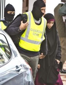 Una imagen de la joven de Huelva que fue interceptada en el aeropuerto de Madrid cuando iba a viajar a Turquía / EFE