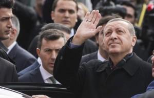 Erdogan a su llegada al colegio electoral de Estambul donde depositó su voto / EFE
