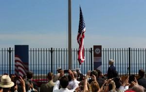 Desde el 20 de julio, la bandera estadounidense vuelve a ondear en la Embajada de Estados Unidos en Cuba como símbolo del restablecimiento de las relaciones. Fue retirada en 1961 / EFE