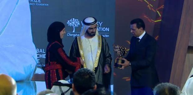 La profesora palestina recibió el galardón en Dubai por su sistema educativo basado en la no violencia / Varkey Foundation