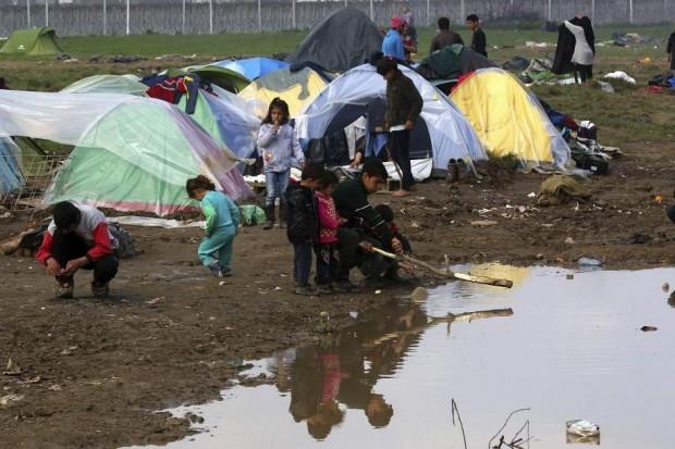 Refugiados en Idomeni / Orestis Panagiotou (EFE)