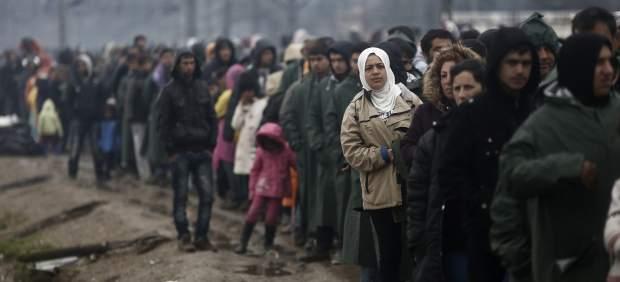 Refugiados en el lado griego de la frontera con Macedonia / EFE