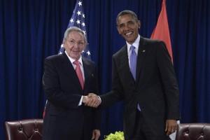 Obama y Castro en un encuentro que mantuvieron durante la cumbre de la Asamblea Nacional de la ONU en Nueva York el 29 de setiembre / EFE
