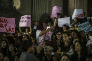 Manifestación ante la Asamblea Legislativa de Río de Janeiro para pedir justicia para la joven agredida / Antonio Lacerda/EFE