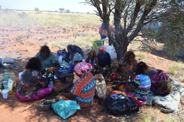 Mujeres indígenas australianas. Fuente: NACCHO Aboriginal Health News Alerts // Twitter