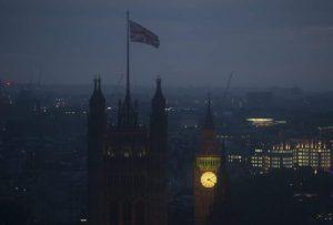 Amanecer en Londres tras el recuento de votos en el referéndum del Brexit. / EFE