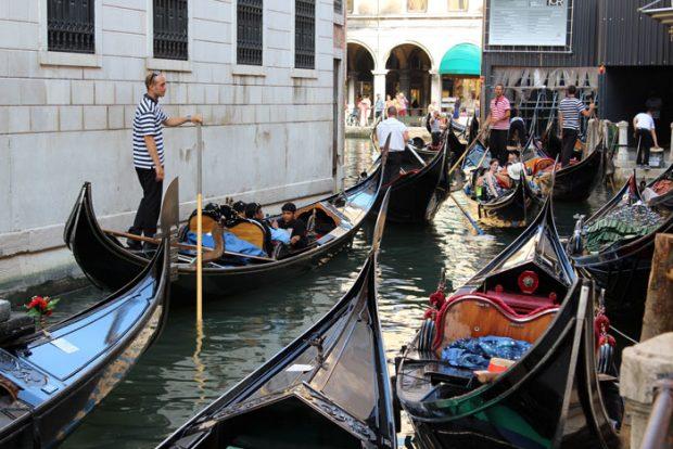 Atasco de góndolas en Venecia / Esperanza Escribano