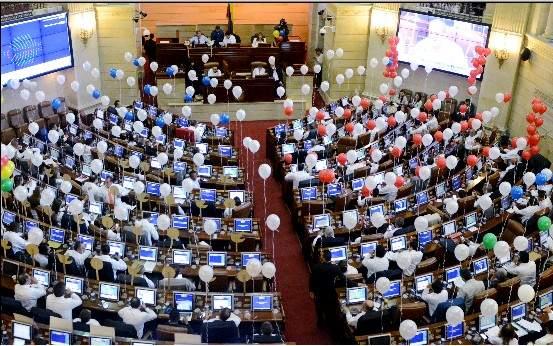 El momento de la votación a favor de la realización del plebiscito. Fuente: EFE/ 20Minutos