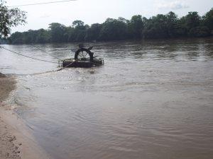 En el lado del foto, la comunidad del Palmar, al otro lado del río Putumayo, Colombia / Núria Segura Insa