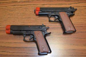 Dos pistolas de juguete en una imagen de archivo / 20 Minutos