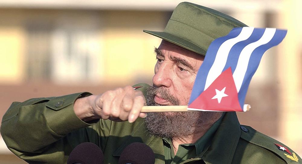 Fidel Castro frente a la Embajada de Intereses de EEUU en Cuba / Juvenal Balán, Granma