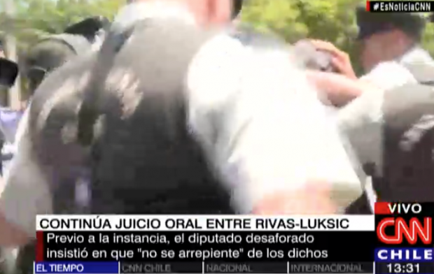 El momento de la agresión - captura de TV (CNN Chile)