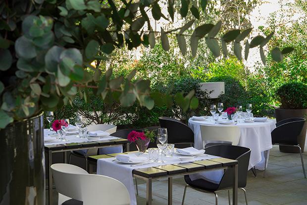 10 terrazas de barcelona para estrenar la temporada la for Bar jardin barcelona