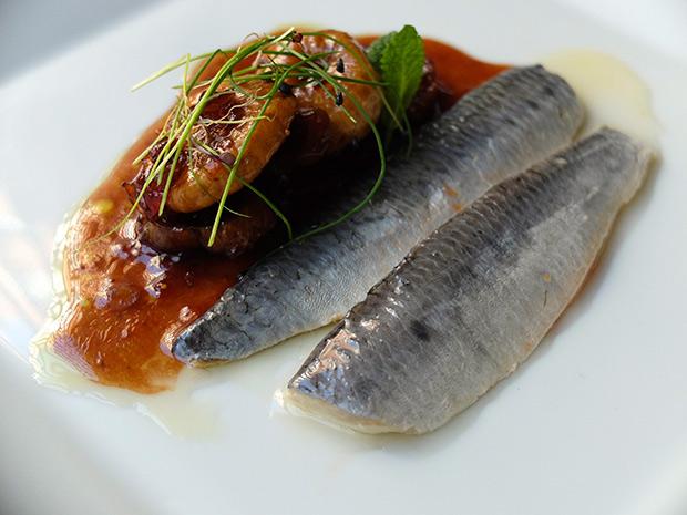 Sardinas-del-Mar-de-Galilea-con-salsa-agridulce
