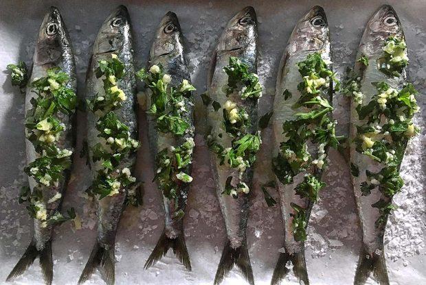 las sardinas a la plancha se limpian