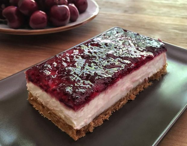Recetas de verano: tarta sin horno de queso y cerezas