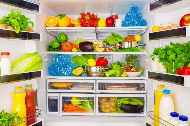 Ni la leche en la puerta, ni la verdura abajo. Cómo colocar los alimentos en la nevera