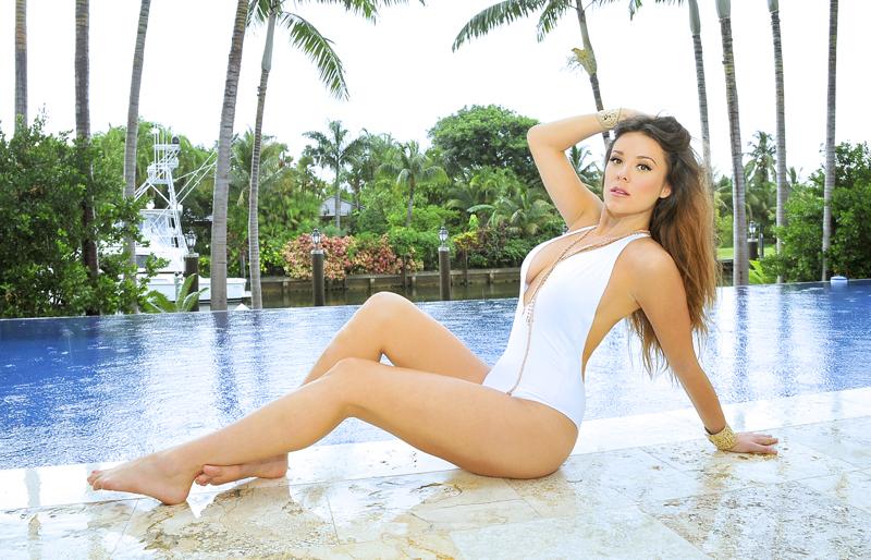 Lorena-Gomez-8