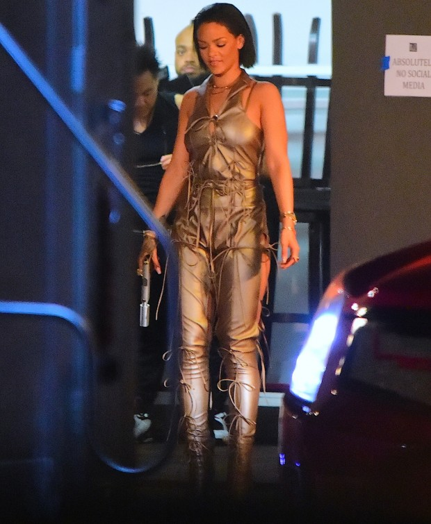 Rihanna_12_2749397a