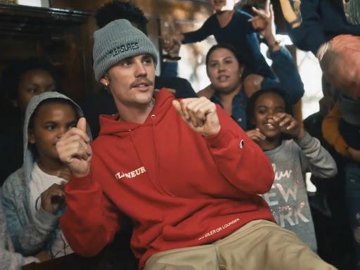 Justin Bieber Ayuda A Mujeres Y Niños Necesitados Con Intentions Su Nueva Canción