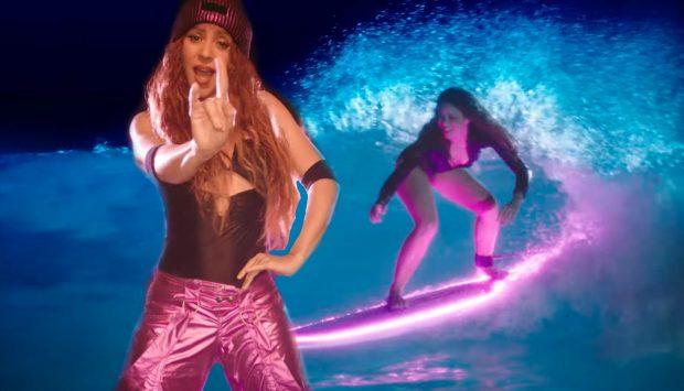 Shakira vuelve con 'Don't Wait Up': bailonga, pelirroja y sexy surfera