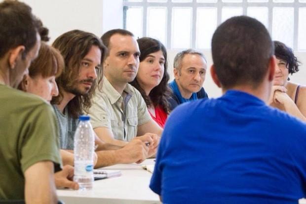 Miguel Vila, Luis Alegre y Esperanza Montero en una reunión con colectivos LGBTI / Cuenta de twitter de @espemont
