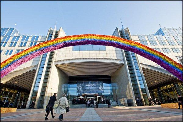 Entrada del Parlamento Europeo con motivo de una sesión sobre Derechos LGBTI