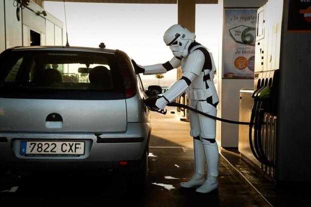 Stormtroopers poniendo gasolina