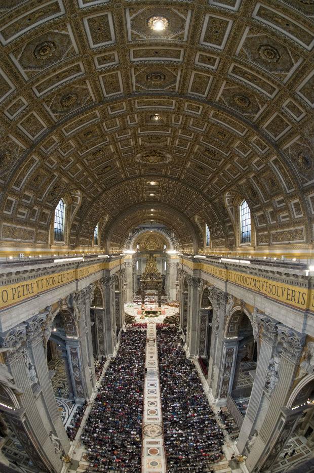 La misa de apertura del Sínodo de los obispos, en la Basílica de San Pedro en el Vaticano (GTRES).