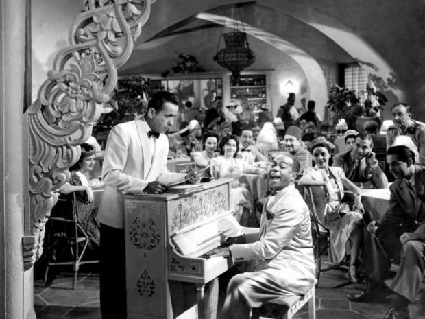 """Película Casablanca: El """"verdadero"""" Rick's Café: el jefe, Rick Blaine y Sam al piano (Warner Bros)."""