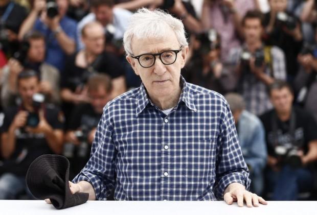 Woody Allen aterriza en Cannes El director de cine estadounidense Woody Allen posa durante el pase gráfico de la película Irrational Man en la 68 edición del Festival de Cine de Cannes (Francia). Firma: Ian Langsdon / EFE