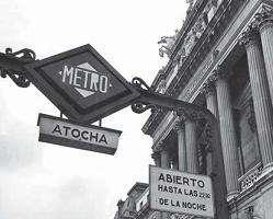 Foto antigua de la boca de metro de la estación de Atocha (Europa Press).