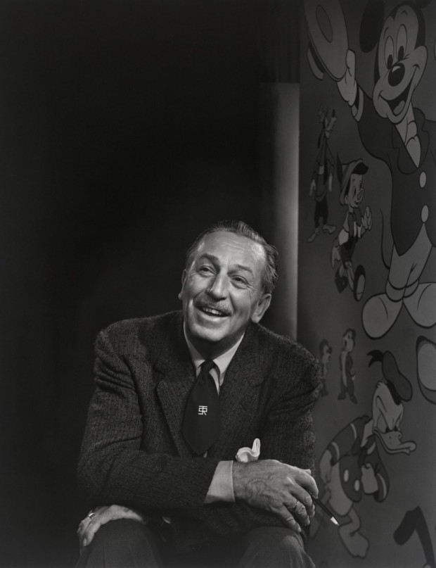 Walt Disney retratado en 1956 por Yousuf Karsh (National Portrait Gallery, Smithsonian Institution).