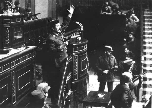 El Teniente Coronel, Antonio Tejero, el 23-F en su asalto al Congreso (Archivo).