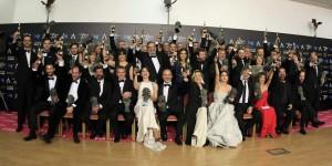 Foto de familia de los galardonados en la gala de entrega de los Goya 2015 (EFE).