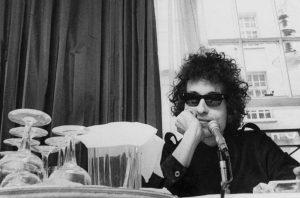 Foto de archivo de una rueda de prensa del cantante Bod Dylan (Esquire).
