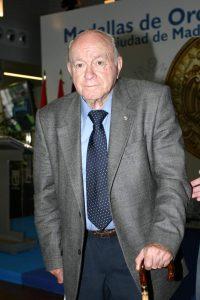 Alfredo Di Stefano en uno de los cientos de actos a los que acudió como Presidente de Honor del Real Madrid (ARCHIVO)