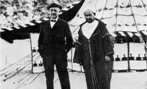 A la derecha el líder rifeño, Abd el-Krim