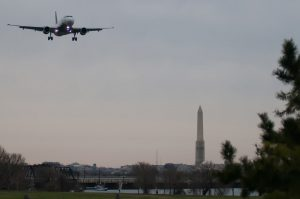 airplane-landing-at-waashington-dc