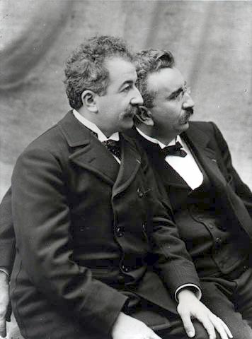 Auguste (izquierda) y Louis Lumière. (Dominio Público)