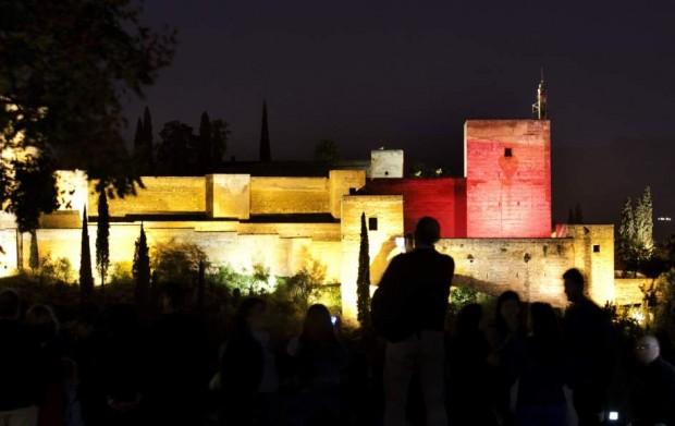 La Alhambra de Granada, con su iluminación nocturna.